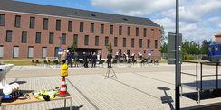 Unter Wahrung der erforderlichen Hygieneabstände wurde das neue Dienstgebäude feierlich eingeweiht. © 2020 Staatliches Bau- und Liegenschaftsamt Schwerin