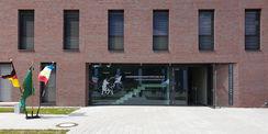 Eingang des neuen Dienstgebäudes im Polizeizentrum Schwerin © 2020 Staatliches Bau- und Liegenschaftsamt Schwerin
