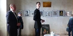 Herr Peters vom Förderverein Schloss Ludwigsburg gibt interessante Informationen zur baulichen und geschichtlichen Entwicklung des historischen Gebäudes © 2020 SBL Greifswald