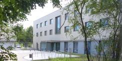 Blick von der Rudolf-Petershagen-Allee auf das Seminar- und Verwaltungsgebäude des neuen Rechenzentrums. © 2020 SBL Greifswald