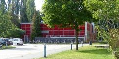Das alte  zu DDR-Zeiten erbaute Rechenzentrum  wird nach Inbetriebnahme des neuen URZ durch das Caspar-David-Friedrich-Institut der Universität als Atelierfläche nachgenutzt © 2020 SBL Greifswald