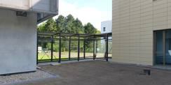 Rechnergebäude und Büro- und Verwaltungsgebäude sind durch einen gläsernen Verbinder direkt verbunden. © 2020 SBL Greifswald
