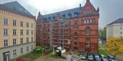 Die Hofseite vom Ständehaus ist eingerüstet. © 2020 Christian Hoffmann  FM M-V