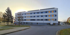 Blick auf die sanierte Nordfassade des Block E © 2020 SBL Neubrandenburg