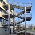 Aus brandschutztechnischen Gründen wurde eine Fluchttreppe als Außentreppe errichtet. © 2020 SBL Neubrandenburg