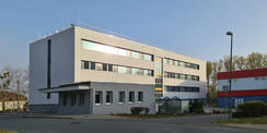 Südwestansicht mit dem Anbau des Wachgebäudes © 2020 SBL Neubrandenburg