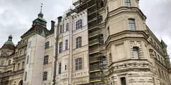 Aufgewertete Fassade mit bedruckter Gerüstplane © 2021 SBL Schwerin