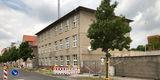 Blick auf die noch vorhandenen Gebäude  hier soll einmal der Neubau stehen © 2018 Betrieb für Bau und Liegenschaften Mecklenburg-Vorpommern