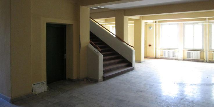 Weitläufiges Treppenhaus - die Sanierung erfolgt unter Beachtung des Denkmalschutzes. © 2018 Dr. Michael Sieg  Landesamt für Gesundheit und Soziales Mecklenburg-Vorpommern