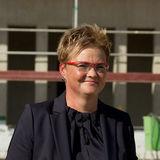 Hat alles im Griff: Cornelia Gauß vom BBL M-V hält die Fäden des derzeit größten Bauprojekts des BBL M-V für den Bund fest in der Hand. © 2018 Betrieb für Bau und Liegenschaften Mecklenburg-Vorpommern