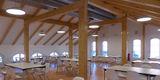Speiseraum der Mensa im Dachgeschoss von Haus C mit sichtbarem Dachstuhl © 2018 Betrieb für Bau und Liegenschaften Mecklenburg-Vorpommern