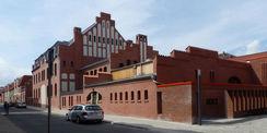 Blick von der Hunnenstraße auf das sanierte Wirtschaftsgebäude  dem Sitz der Ausgabemensa © 2018 Betrieb für Bau und Liegenschaften Mecklenburg-Vorpommern