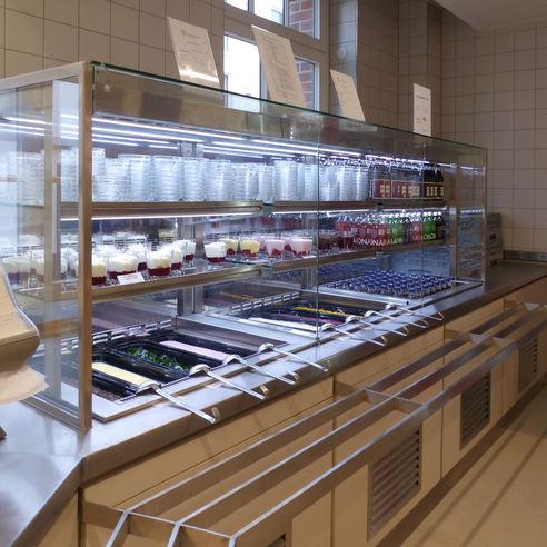 Dessertbuffet am Ende der Ausgabetheke © 2018 Betrieb für Bau und Liegenschaften Mecklenburg-Vorpommern