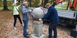 Der Globus schwebt auf den Sockel. © 2018 Betrieb für Bau und Liegenschaften Mecklenburg-Vorpommern