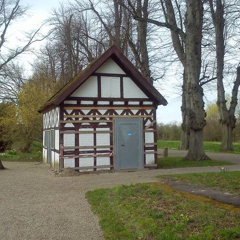 Das Gartenhaus wird wieder neu hergerichtet. © 2018 Betrieb für Bau und Liegenschaften Mecklenburg-Vorpommern