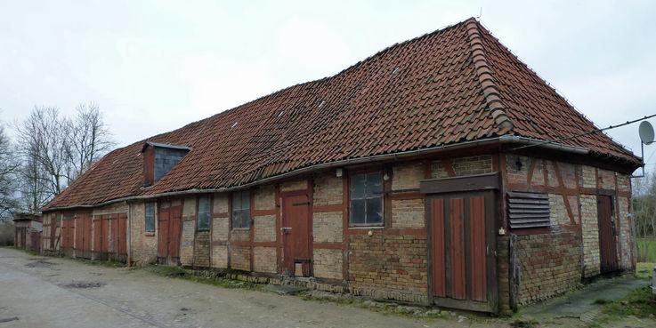 Derzeit wird das Haus 14 durch Sandboxen statisch gesichert. © 2018 Betrieb für Bau und Liegenschaften Mecklenburg-Vorpommern
