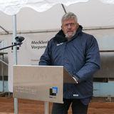Uwe Sander  Leiter des Geschäftsbereiches Hochschul- und Klinikbau des BBL M-V  begrüßt alle Anwesenden © 2018 Betrieb für Bau und Liegenschaften Mecklenburg-Vorpommern
