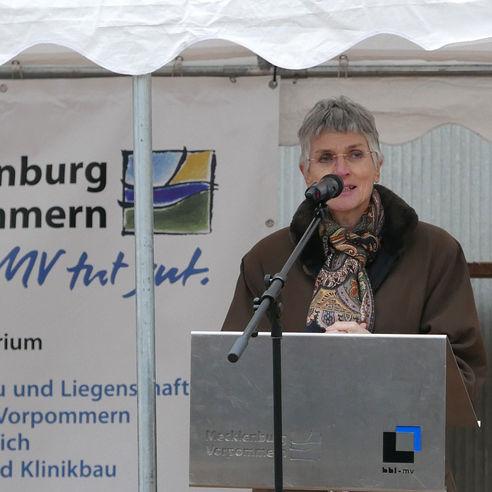 Prof. Dr. Johanna Eleonore Weber  Rektorin der Universität Greifswald  bei Ihrem Grußwort © 2018 Betrieb für Bau und Liegenschaften Mecklenburg-Vorpommern
