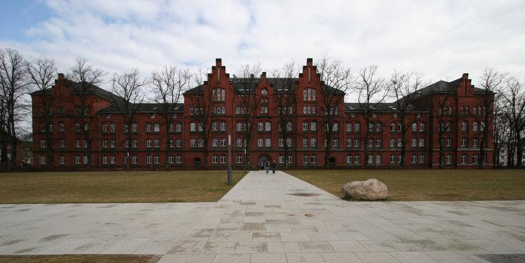 Ziel ist es  einen hochwetigen Entwurf zur Unterbringung einer Bibliothek für die Geisteswissenschaften sowie den Neubau für das Schulamt und das IQ M-V zu erhalten. © 2019 Betrieb für Bau und Liegenschaften Mecklenburg-Vorpommern