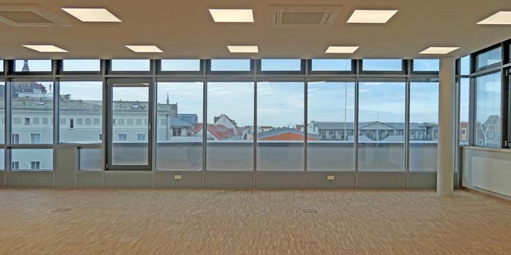 Der neue Seminarraum mit einem tollen Blick über die Stadt. © 2019 Betrieb für Bau und Liegenschaften Mecklenburg-Vorpommern