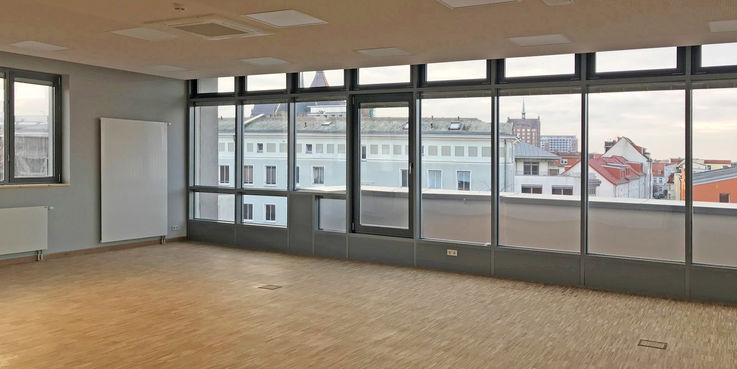Ein großartiger  heller Seminarraum mit Platz für ca. 60 Studenten ist entstanden. © 2019 Betrieb für Bau und Liegenschaften Mecklenburg-Vorpommern