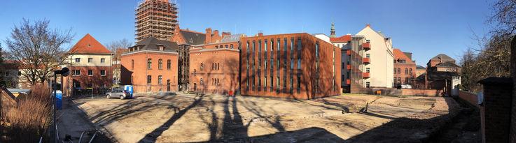Blick auf das Baufeld. Demnächst werden mehr als 200 Bohrpfähle gesetzt. © 2019 Betrieb für Bau und Liegenschaften Mecklenburg-Vorpommern