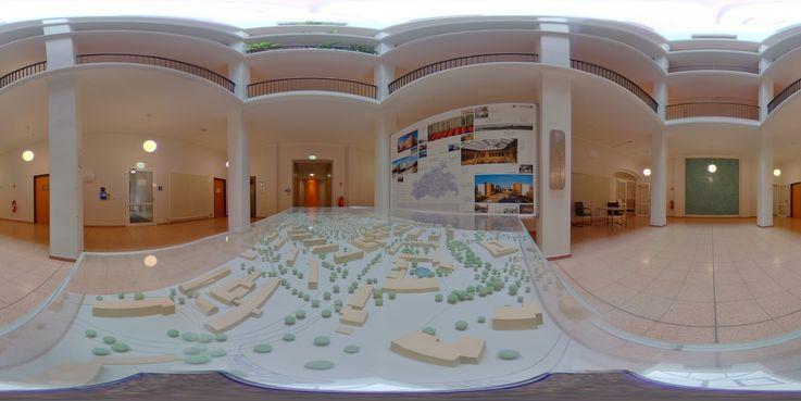 Im Dienstgebäude des BBL M-V in Rostock - Banner und Modell des Campus Südstadt. © 2018 Betrieb für Bau und Liegenschaften Mecklenburg-Vorpommern