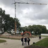 Das Baufeld ist eingezäunt  der Kran steht bereit. Die Tiefbauarbeiten haben begonnen. © 2019 Betrieb für Bau und Liegenschaften Mecklenburg-Vorpommern