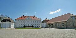 Gesamtansicht der Schlossanlage - links das nördliche Kavaliershaus © 2019 Betrieb für Bau und Liegenschaften Mecklenburg-Vorpommern