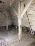 Das innenliegende Fachwerk im Dachgeschoss ist vom Hausbock befallen. © 2019 Betrieb für Bau und Liegenschaften Mecklenburg-Vorpommern