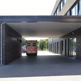 überdachte Zufahrt für Rettungsfahrzeuge an der Nordseite des Neubaus © 2019 Betrieb für Bau und Liegenschaften Mecklenburg-Vorpommern
