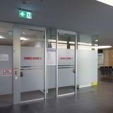 Anmeldekabinen im Erdgeschoss für gehfähige Patienten © 2019 Betrieb für Bau und Liegenschaften Mecklenburg-Vorpommern