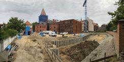 Blick auf die Baustelle - der Grundriss des Erweiterungsbau ist schon zu erkennen. © 2019 Betrieb für Bau und Liegenschaften Mecklenburg-Vorpommern