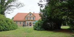 Das sanierte Forsthaus erstrahlt wieder neu in seiner ganzen Ansicht. © 2019 Betrieb für Bau und Liegenschaften Mecklenburg-Vorpommern