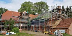Die Rückseite des Forsthauses während der Bauphase. © 2019 Betrieb für Bau und Liegenschaften Mecklenburg-Vorpommern