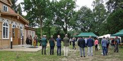 Die Architektin Frau Henze erläuterte die aufwendigen Sanierungsarbeiten am Forsthaus. © 2019 Betrieb für Bau und Liegenschaften Mecklenburg-Vorpommern