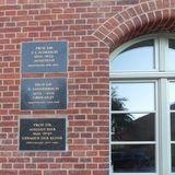 Gedenktafeln an der südlichen Hoffassade erinnern an bedeutende Ärzte  die an der Greifswalder Universitätsmedizin gewirkt haben © 2018 Betrieb für Bau und Liegenschaften Mecklenburg-Vorpommern