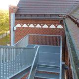 Neue Fluchttreppe an der nördlichen Außenfassade © 2018 Betrieb für Bau und Liegenschaften Mecklenburg-Vorpommern