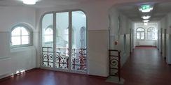 Flur im Obergeschoss mit Blick auf eines der historischen Treppenhäuser © 2018 Betrieb für Bau und Liegenschaften Mecklenburg-Vorpommern