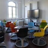 Blick in einen der zahlreichen Seminarräume: mobile Bestuhlung und Tische können den unterschiedlichsten Anforderungen entsprechend angeordnet werden. © 2018 Betrieb für Bau und Liegenschaften Mecklenburg-Vorpommern