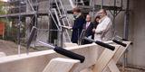 Vier Nägel warten bereits darauf  in den Dachsparren eingetrieben zu werden. © 2019 Betrieb für Bau und Liegenschaften Mecklenburg-Vorpommern
