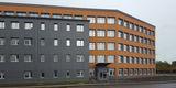 Ansicht des Verwaltungs- und Laborgebäudes mit wärmegedämmter und hinterlüfteter Plattenfassade © 2019 Betrieb für Bau und Liegenschaften Mecklenburg-Vorpommern