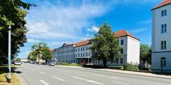 In der Werderstraße 4 ist das SBL untergebracht. Das Gebäude war bis zur politischen Wende in den 1990er Jahren Teil der Werderkaserne und wurde seit seiner Erbauung 1870 militärisch genutzt. © 2020 Christian Hoffmann  FM MV