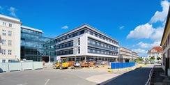 Südfassade des ZMF ist fertig. Im Herbst 2020 werden im 3. Obergeschoss die ersten Patienten liegen. © 2020 Christian Hoffmann  FM MV