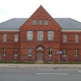 Blick auf die bereits sanierte Fassade des Haus 1  jetzt wieder ohne Gauben © 2020 milatz.schmidt architekten gmbh  Neubrandenburg