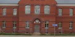 noch steht der Bauzaun vor dem sanierten Haus 1 © 2020 SBL Neubrandenburg