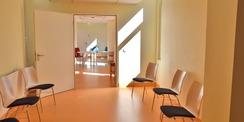 Es wurden 600 qm Wände frisch mit Glasfasertapete tapeziert. © 2020 Universitätsmedizin Rostock
