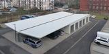Blick vom Obergeschoss auf Garagen und Carport auf dem Hof. © 2020 SBL Greifswald