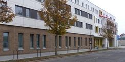 Der Neubau entlang der Brinkstraße - Blick aus SW © 2020 SBL Greifswald