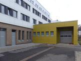 Im eingeschossigen  aus der kompakten Gebäudestruktur herausgezogenem Anbau im Hofbereich befindet sich der Gewahrsamsbereich. © 2020 SBL Greifswald